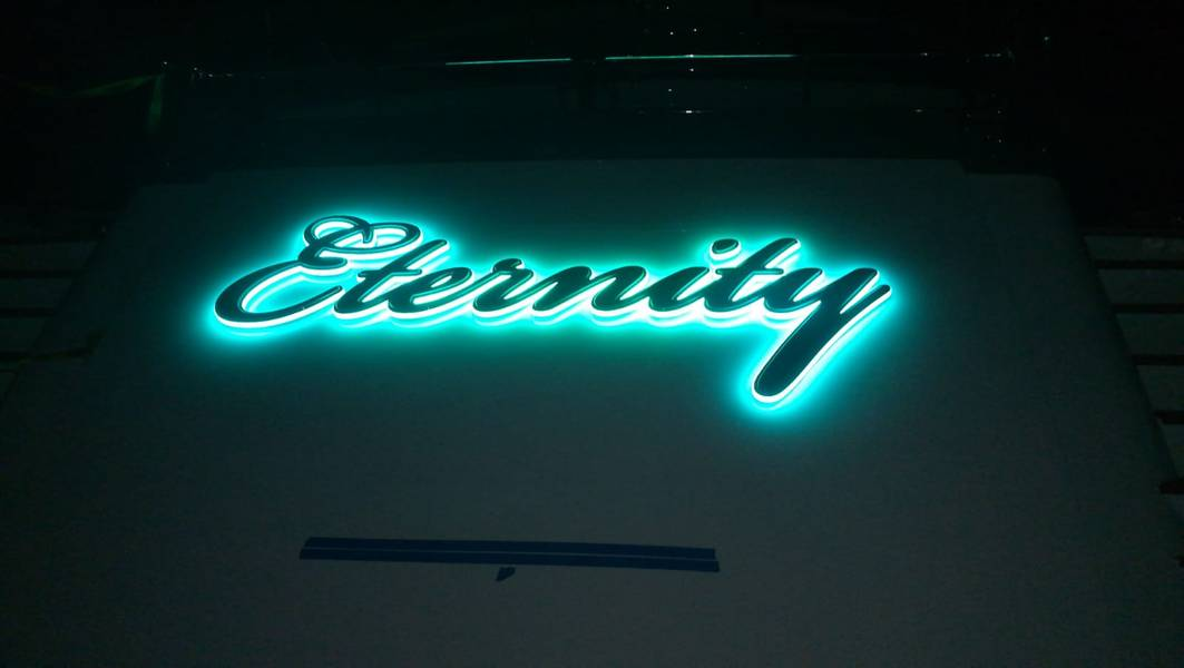 Νέο board name όνομα. Φωτογραφία από Hill Robinson.