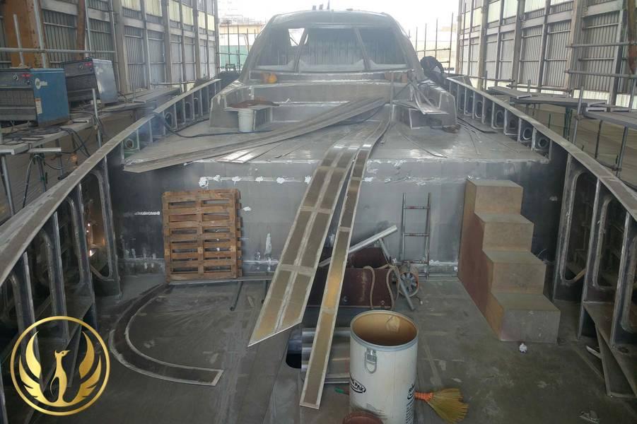 Прогресс корпуса Феникса 130, сделанный Алексом Тириатом на верфи GHI в Южной Корее.
