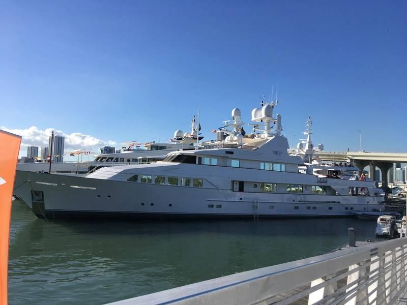 Супер-яхт-шоу в Майами на острове Уотсон в 2018 году. Фото Лизы Оверинг.