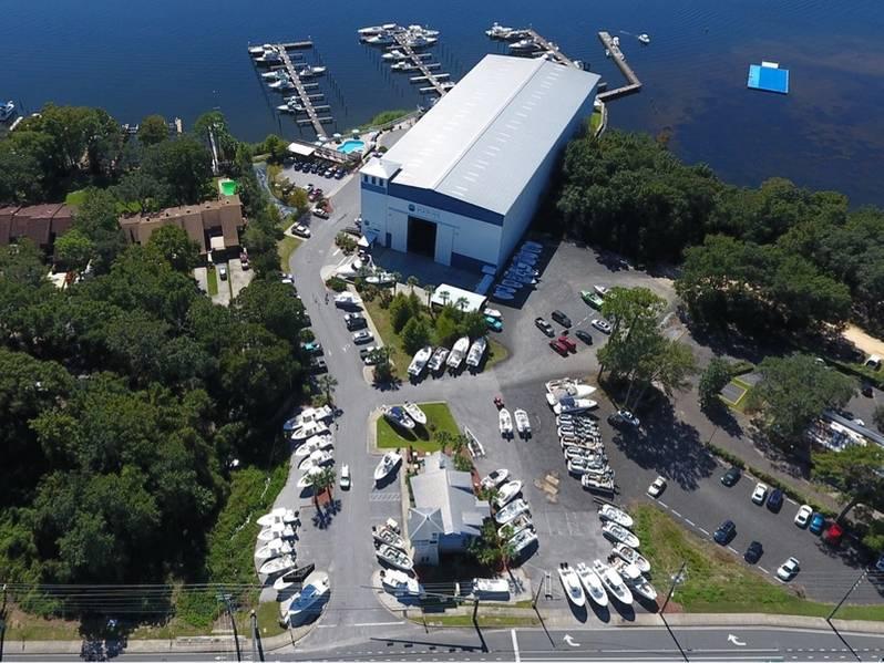 एलेक्स हैंस्ले द्वारा माइकल पोस्ट एमरेल के लिए एमरल्ड कोस्ट समुद्री केंद्र का फोटो