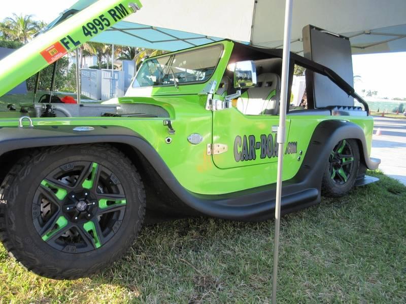 マイアミヨットショーで水陸両用、路上リーガルカーを見てください。 Lisa Overingによる写真。