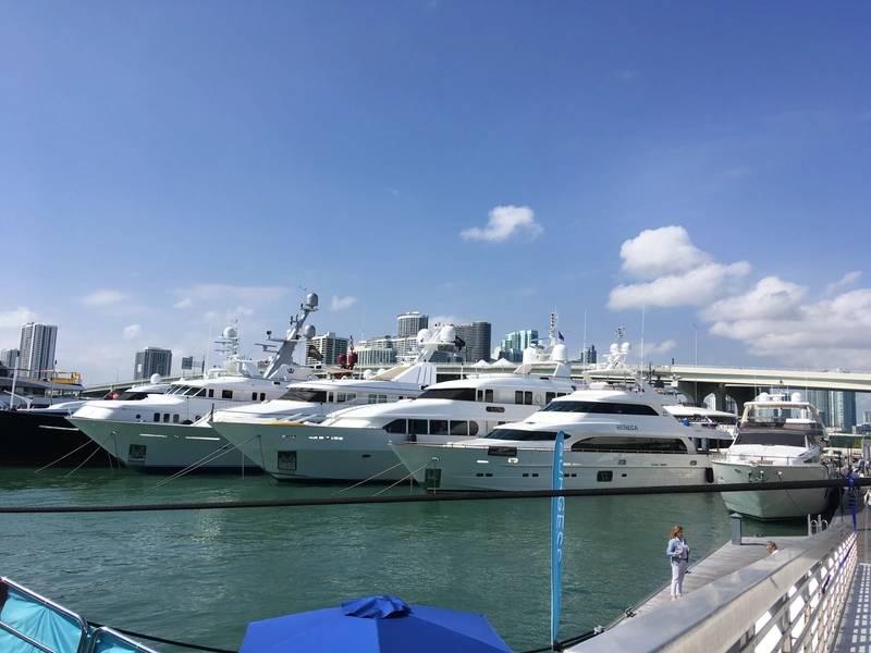 沃森岛上的迈阿密游艇展。摄影:Lisa Overing。