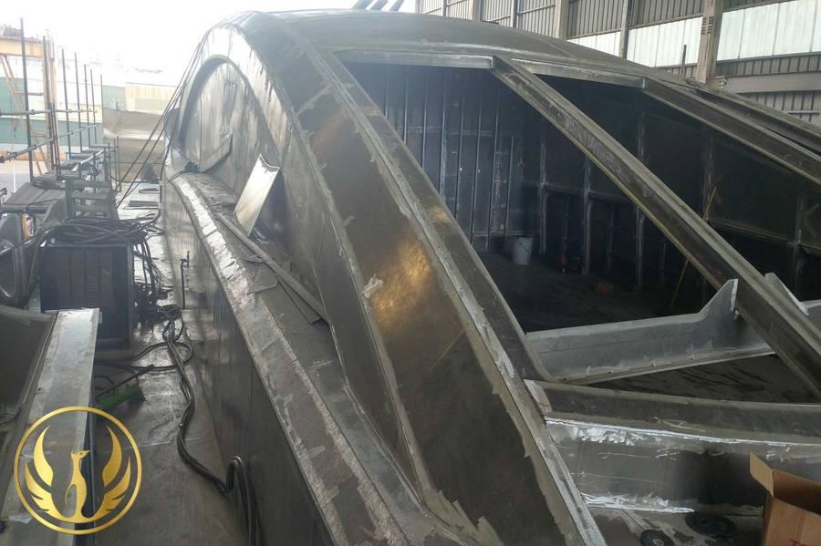 Auf der GHI Shipyard in Südkorea von Alex Thiriat wurde der Fortschritt des Phoenix-130-Überbaus geschossen.