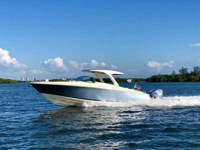 Chris Craft Launch 35GT cortesía de Chris Craft