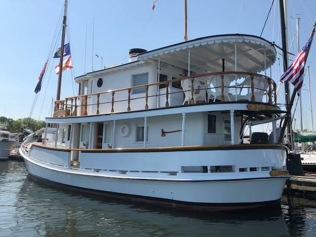 M / V Coastal Queen любезно предоставлены Northrop & Johnson