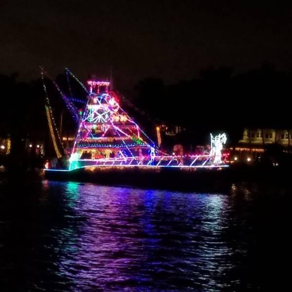 Desfile de embarcaciones de invierno. Foto de Scott Salomon.