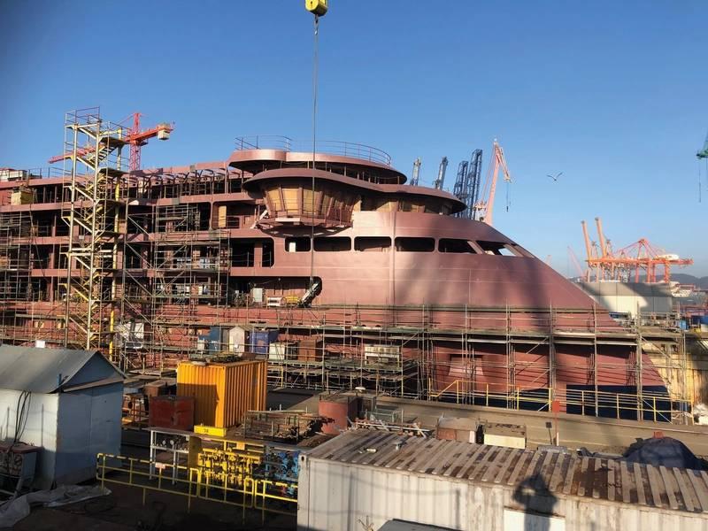 国家地理耐力(上面,正在建设中,左边,完成船只的渲染)将于2020年初交付。该船配备了一系列先进技术,可以高效安全地将通行证送到世界上一些最偏远的地区。照片:Lindblad Expeditions