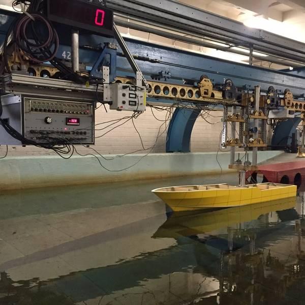 Ian OmbresによるProject Phoenixシリーズの船体タンクテストショット。