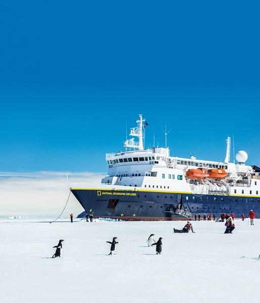 Lindblad Expeditions与国家地理的联盟让Lindblad能够带着人们前往北极,游轮上充满教学时刻,将乘客变成我们星球的管家,在自然美景和奇迹中交流思想。照片:Michael Nolan / Lindblad Expeditions