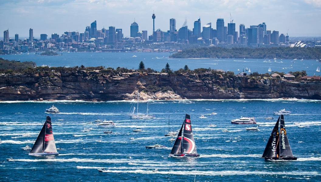 Wild Oats XI, Scallywag e Infotrack logo após o início da corrida 2018 Rolex Sydney Hobart Yacht. Foto: Cortesia Rolex Sydney Hobart Yacht Race.