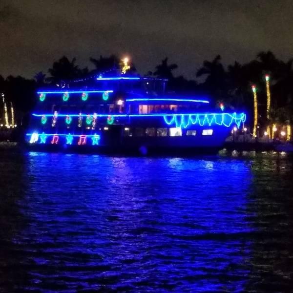Winterfest قارب موكب. ثكنة لودرديل. الصورة عن طريق سكوت سالومون.