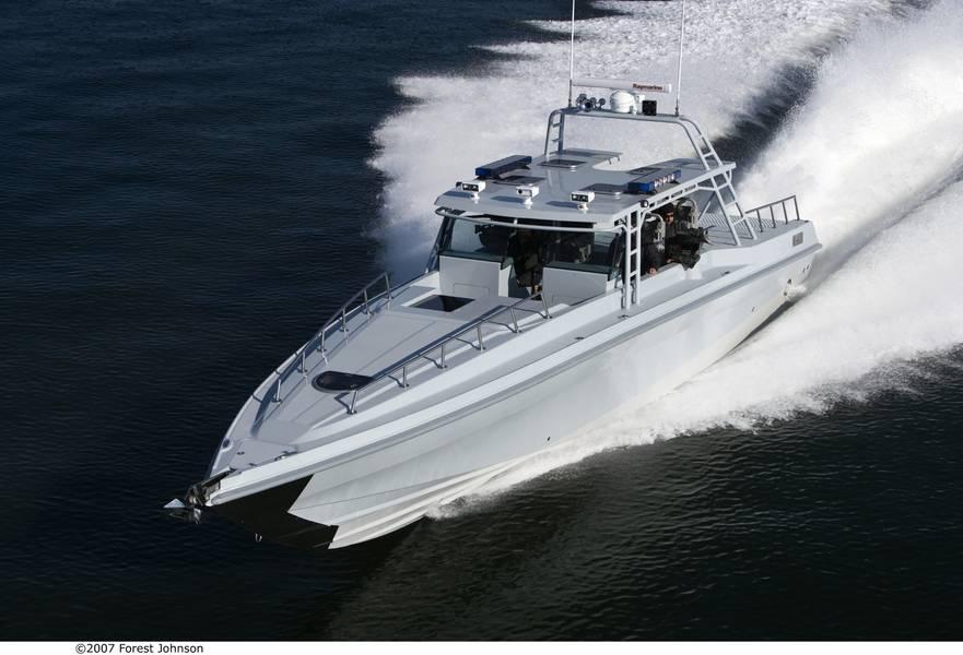 O trabalho em iates e embarcações de recreio é equilibrado com trabalhos em embarcações militares. Imagem Cortesia Ocean 5 Naval Architects.