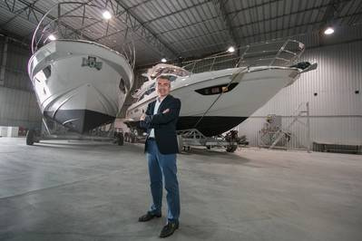Davide Breviglieri, of_Azimut Yachts के सीईओ सांता कैटरीना के राज्य में अज़ीमुत नाव के मैदान में ब्रासिल करते हैं। चित्र: अज़ीमुत नौका