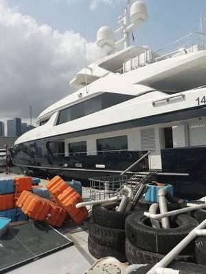 Forwin παράλληλα στο Χονγκ Κονγκ, όπου οι μηχανικοί της υπηρεσίας Sperry Marine διαγνώστηκαν και επισκευάστηκαν το δυσλειτουργικό σύστημα διεύθυνσης. Φωτογραφία ευγένεια Sperry Marine