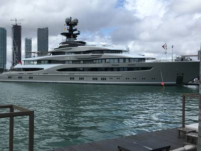 O M / Y Kismet da Lurssen é o maior superiate do Miami Yacht Show. Foto por Lisa Overing.