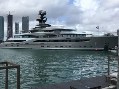 Lurssen的M / Y Kismet是迈阿密游艇展上最大的超级游艇。摄影:Lisa Overing。