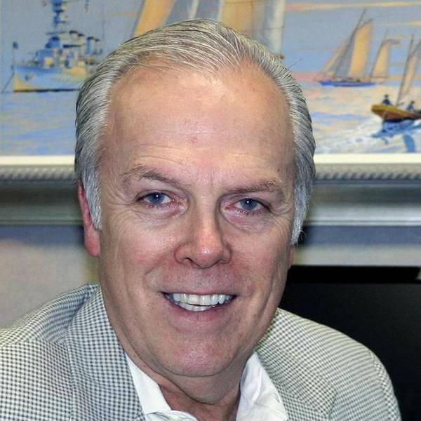 मैरीटाइम अटॉर्नी माइकल मूर पाम बीच में जलाए गए नौका के लाभकारी मालिक का प्रतिनिधित्व करता है। फोटो सौजन्य माइकल मूर