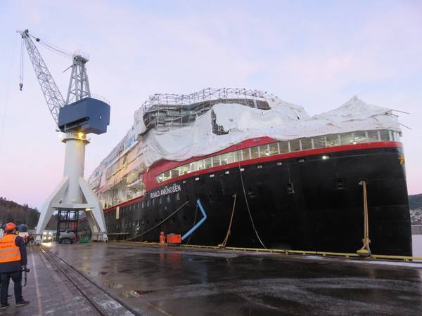Die erste der neuen Hybrid-Expeditionskreuzfahrtschiffe von Hurtigruten, die MS Roald Amundsen, befindet sich im Bau am Kleven Yard in Ulsteinvik, Norwegen: Die Auslieferung wird im Mai 2019 erwartet. (Foto: Tom Mulligan)