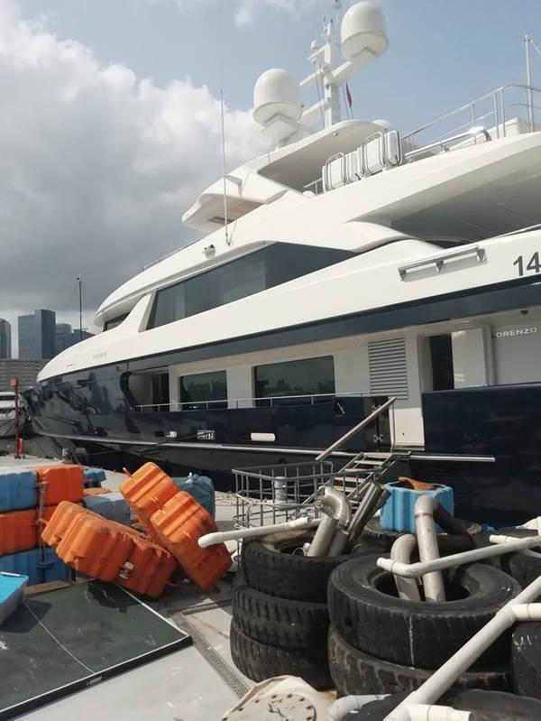 Forwin جنبا إلى جنب في هونغ كونغ ، حيث قام مهندسي خدمة Sperry Marine بتشخيص وإصلاح نظام التوجيه المعطل. الصورة مجاملة سبيري مارين