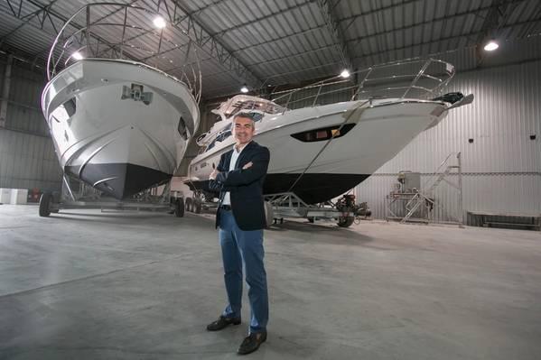 Davide Breviglieri ، المدير التنفيذي لـ Azimut Yachts do Brasil في حوض سفن Azimut بولاية Santa Catarina. الصورة: Azimut يخوت