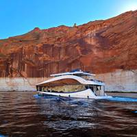 New Bravada luxury houseboat powered by Volvo Penta – Invictus. (Photo: Bravada Yachts)