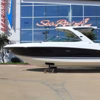 Sea Ray SLX 350 (Photo: MarineMax)