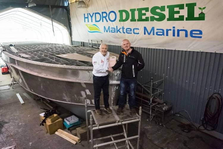 Hydro Diesel's Alan Priddy with Maktec Marine's Mark Cornforth with Excalibur boat under construction (Photo: Maktec Marine)